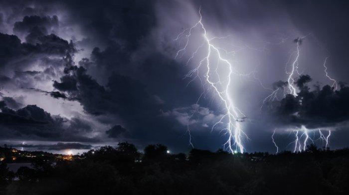 Waspada Cuaca Ekstrem di 19 Wilayah Peringatan Dini BMKG Rabu 12 Agustus 2020